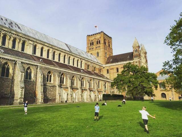 Leg ved katedralen